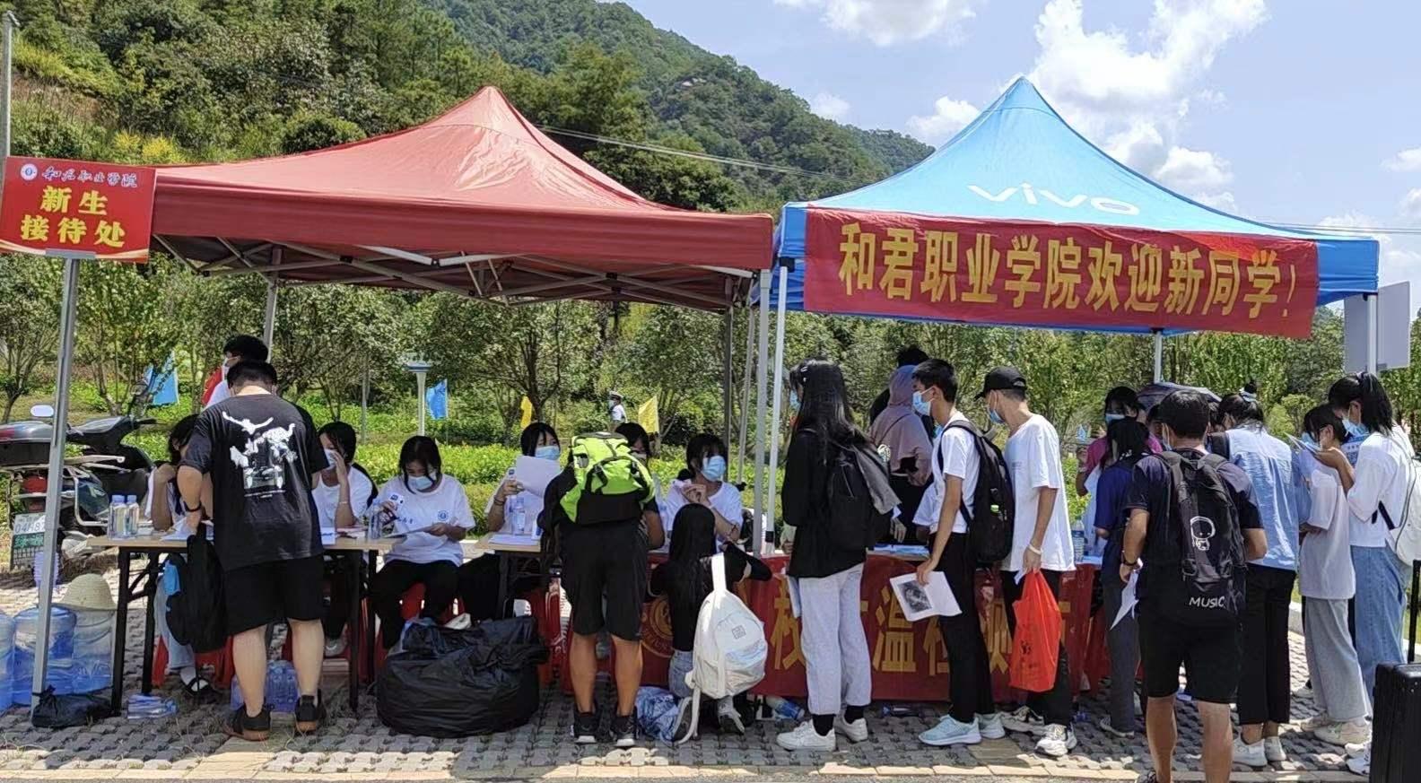 和君职业学院喜迎来自江西各地的400余名首届新生