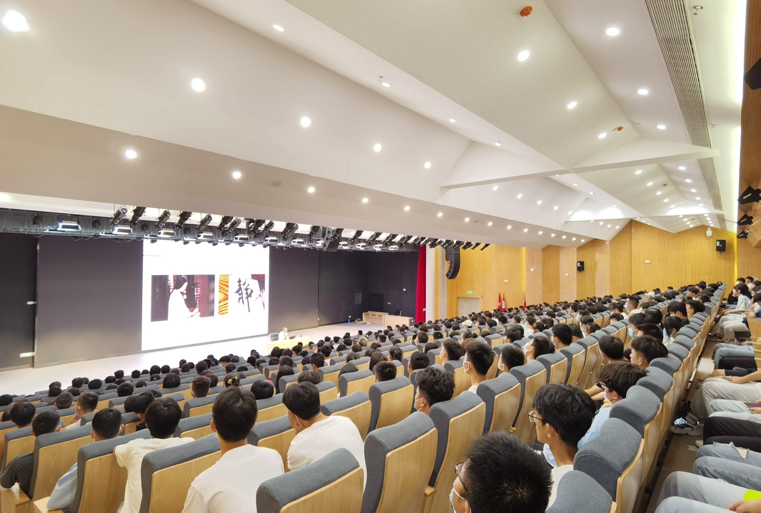 王明夫董事长为和君职业学院全体师生解读怎样读大学